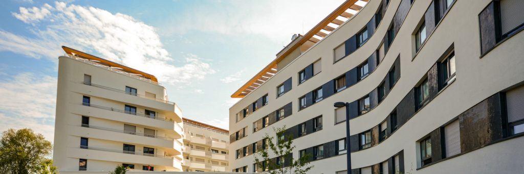 Est-il possible d'apporter un bien immobilier à SCI : le guide complet
